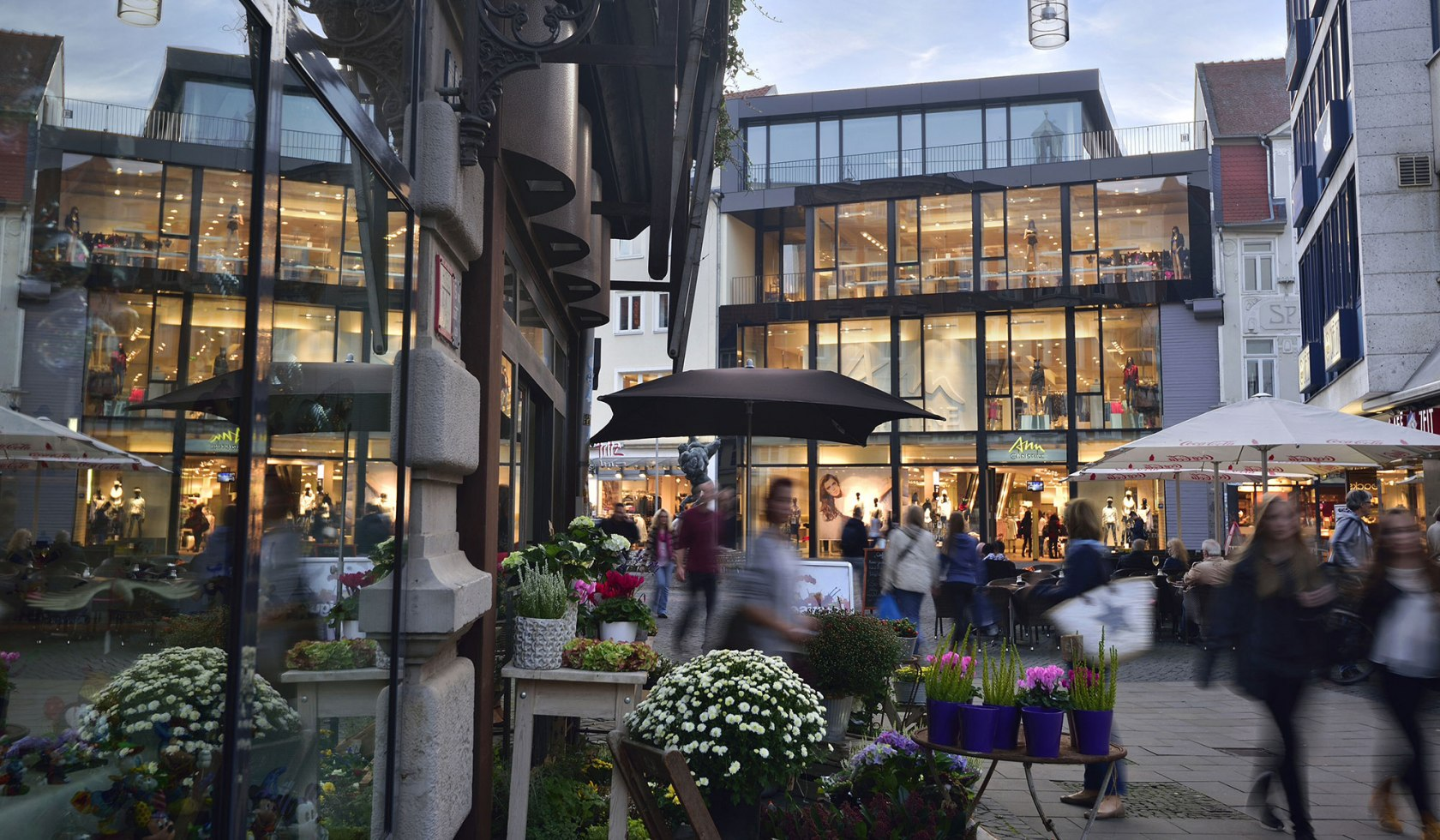 The shopping experience in front of the castle in Braunschweig