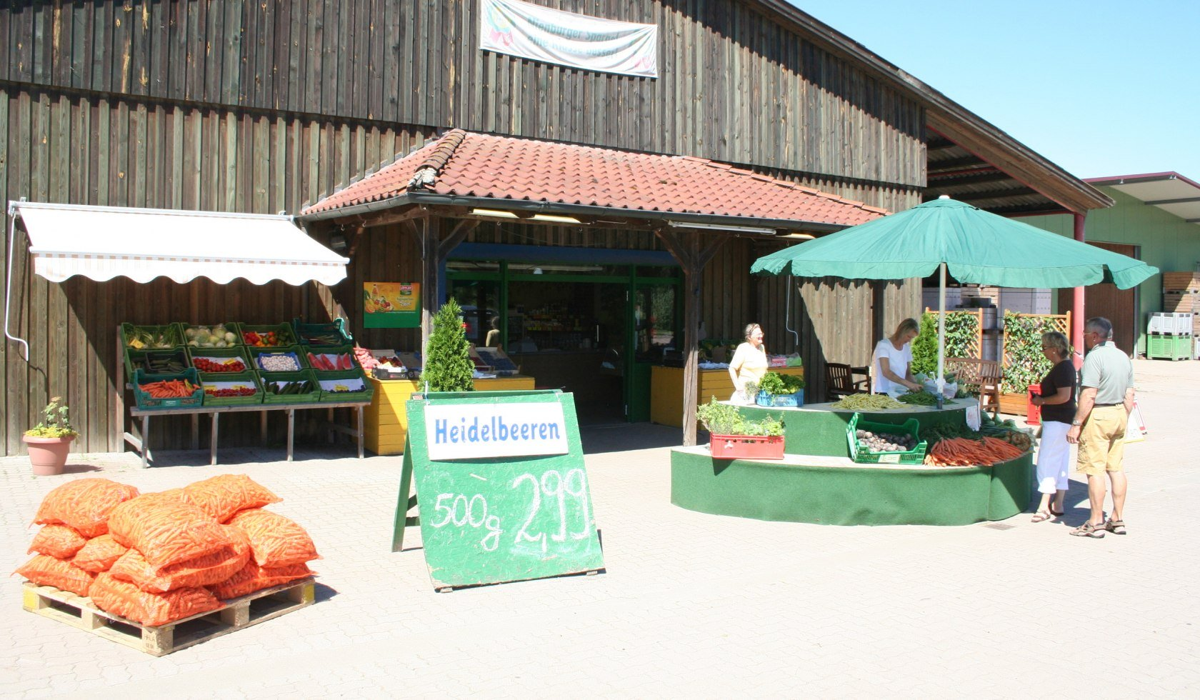 Farm shop with blueberry sales in the Mittelweser region