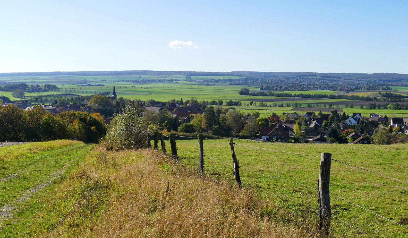 View over the slightly hilly landscape between Dorm and Elm
